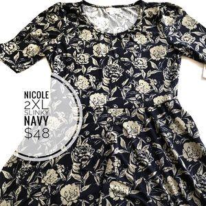 LuLaRoe Dresses - Lularoe Nicole dress with pockets NWT M,2xl slinky